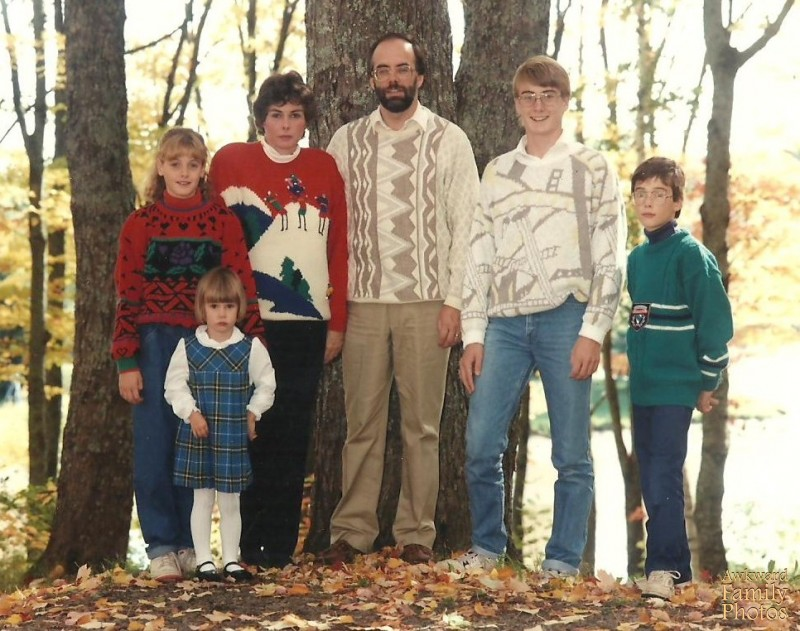 Ugly Christmas Family Pictures.Ugly Christmas Sweater Pictures Awkward Family Photos