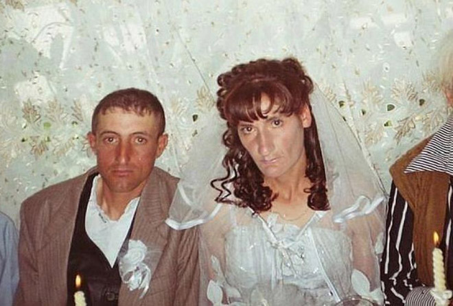 30 Awkward Russian Wedding Photos