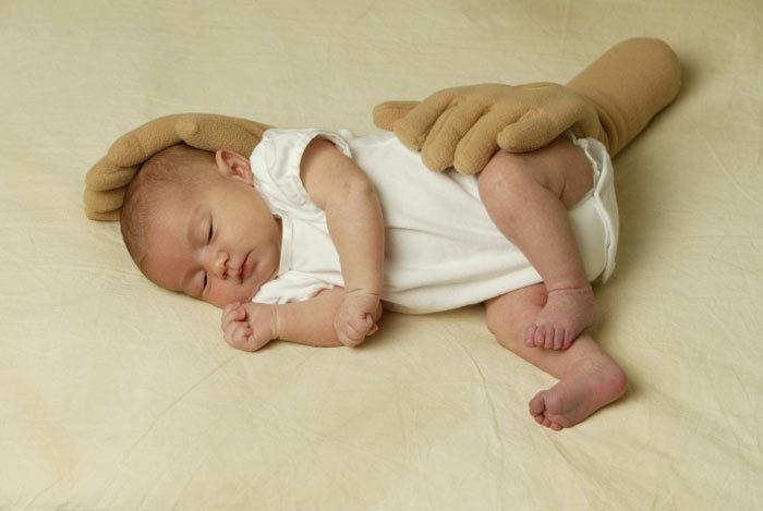zaky-hand-pillow-1