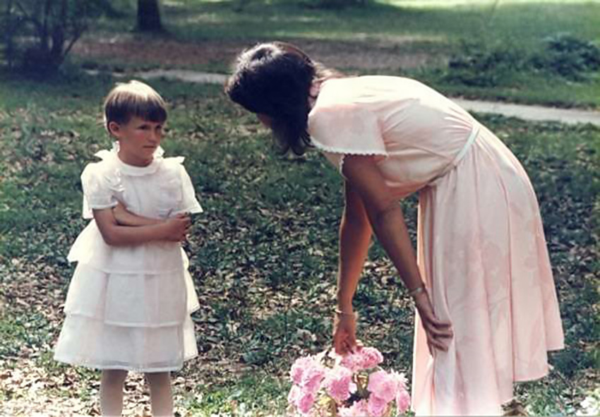 funny wedding picture, flower girl