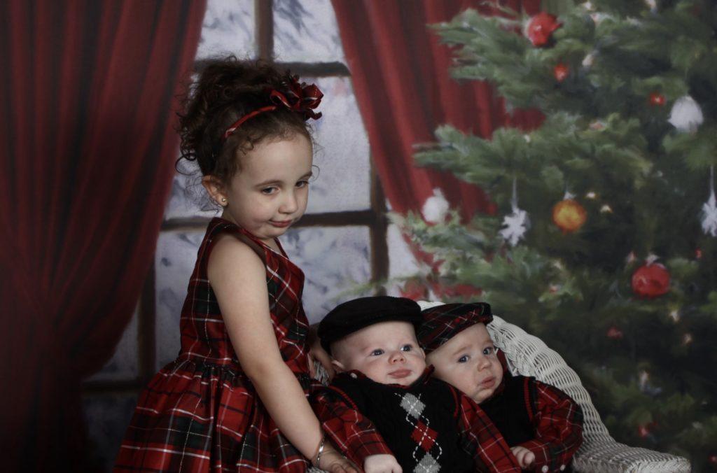 Funny Christmas Pictures   Awkward Christmas and Xmas Photos