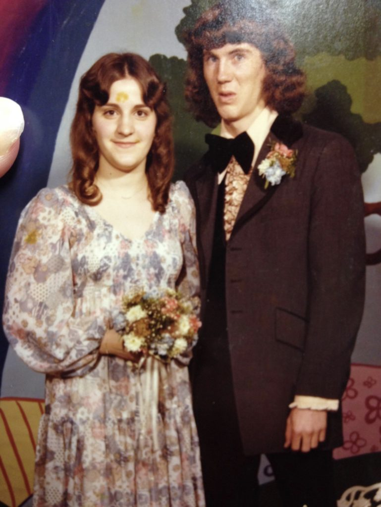 Funny Prom Pictures Awkward And Bad Prom Photos