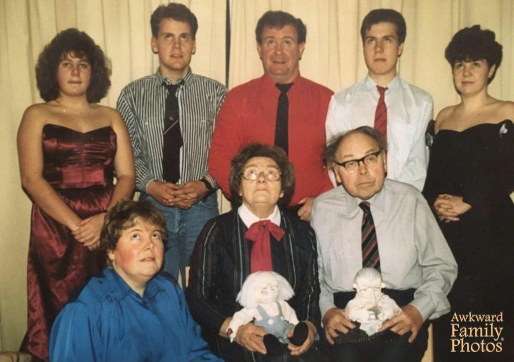 funny family portraits awkward bad family portraits